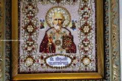 Святой Николай Чудотворец вышитая икона в багете