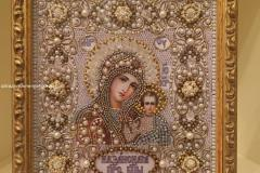 Образа в каменьях икона Казанская Божия Матерь венчальная вышитая икона