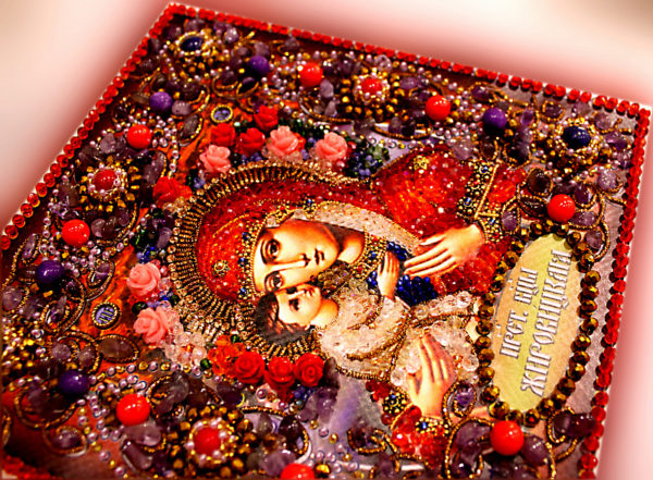 Образа в каменьях икона Богородица Жировицкая арт. 77-ц-08 вышитая крупным планом
