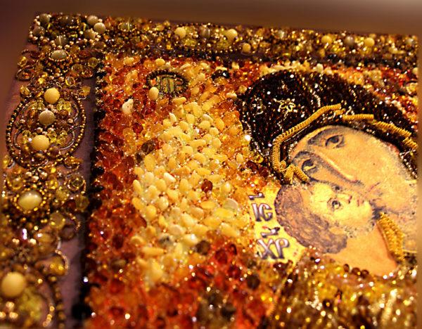 Образа в каменьях Владимирская Божия Матерь (храмовая икона) арт. 7755 вышитая крупно
