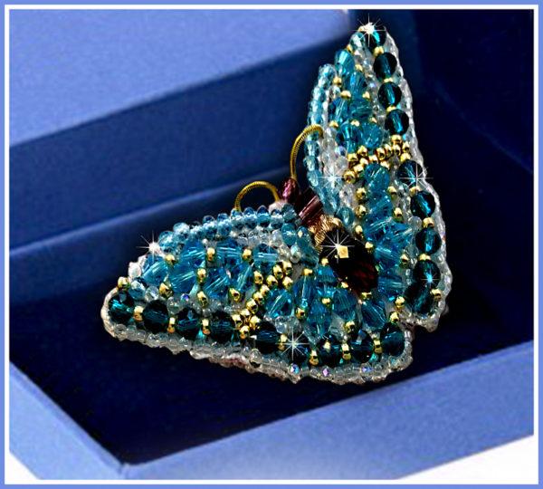 Образа в каменьях Брошь Бабочка Циркон 7,5х3,5см арт. 77-Б-01