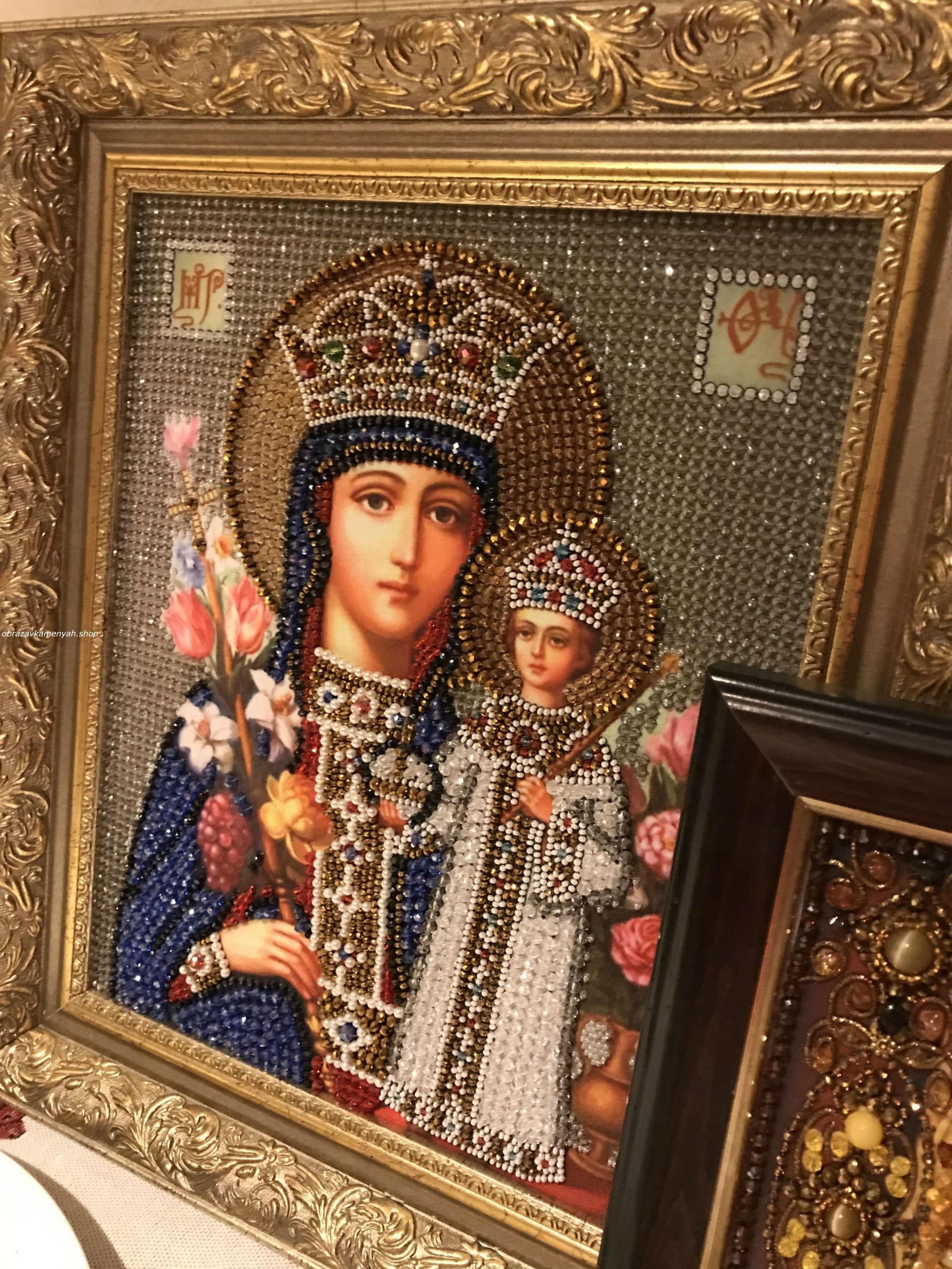 Образа в каменьях икона Богородица Неувядаемый цвет вышитая икона